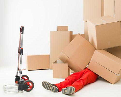 SIMA Umzüge Matratze entsorgen was kostet Wohnung entrümpeln Mann